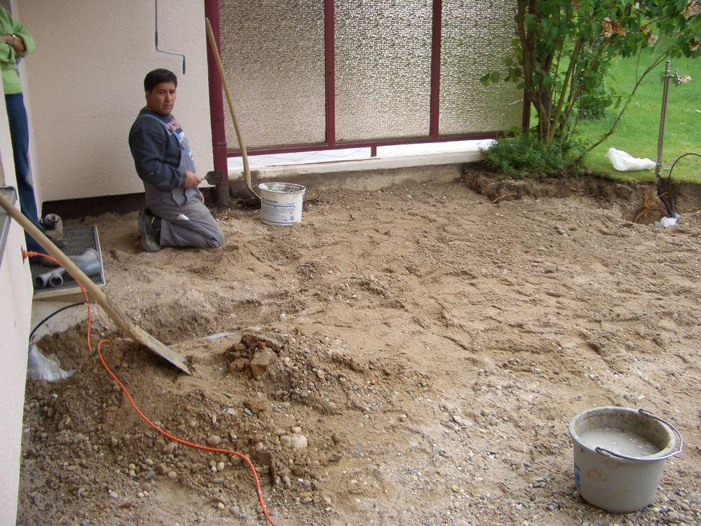 Fundament graben, Wasserleitung verlegen